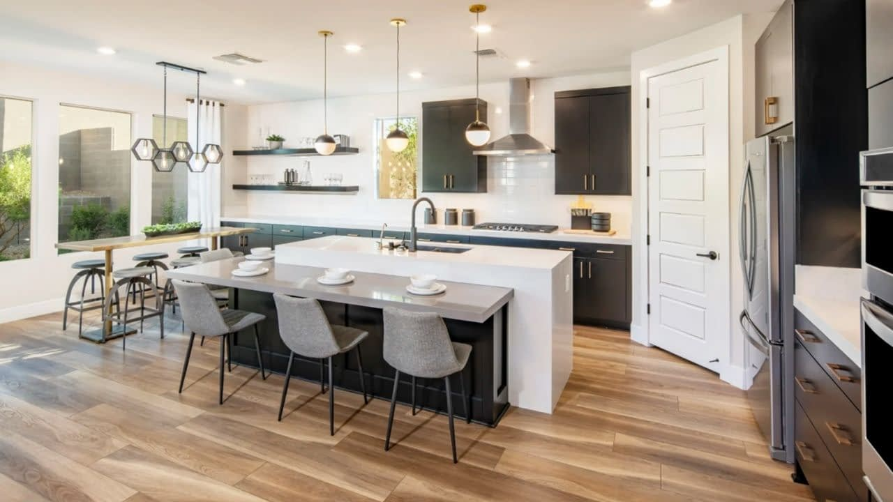 Starling is a neighborhood in the Stonebridge Village inside Summerlin, Las Vegas. Starling was built by Pulte Homes and offers 5 models ranging in size from 2,806 square feet to 3,824 square feet.